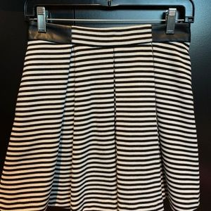 Club Monaco pleated short skirt size S